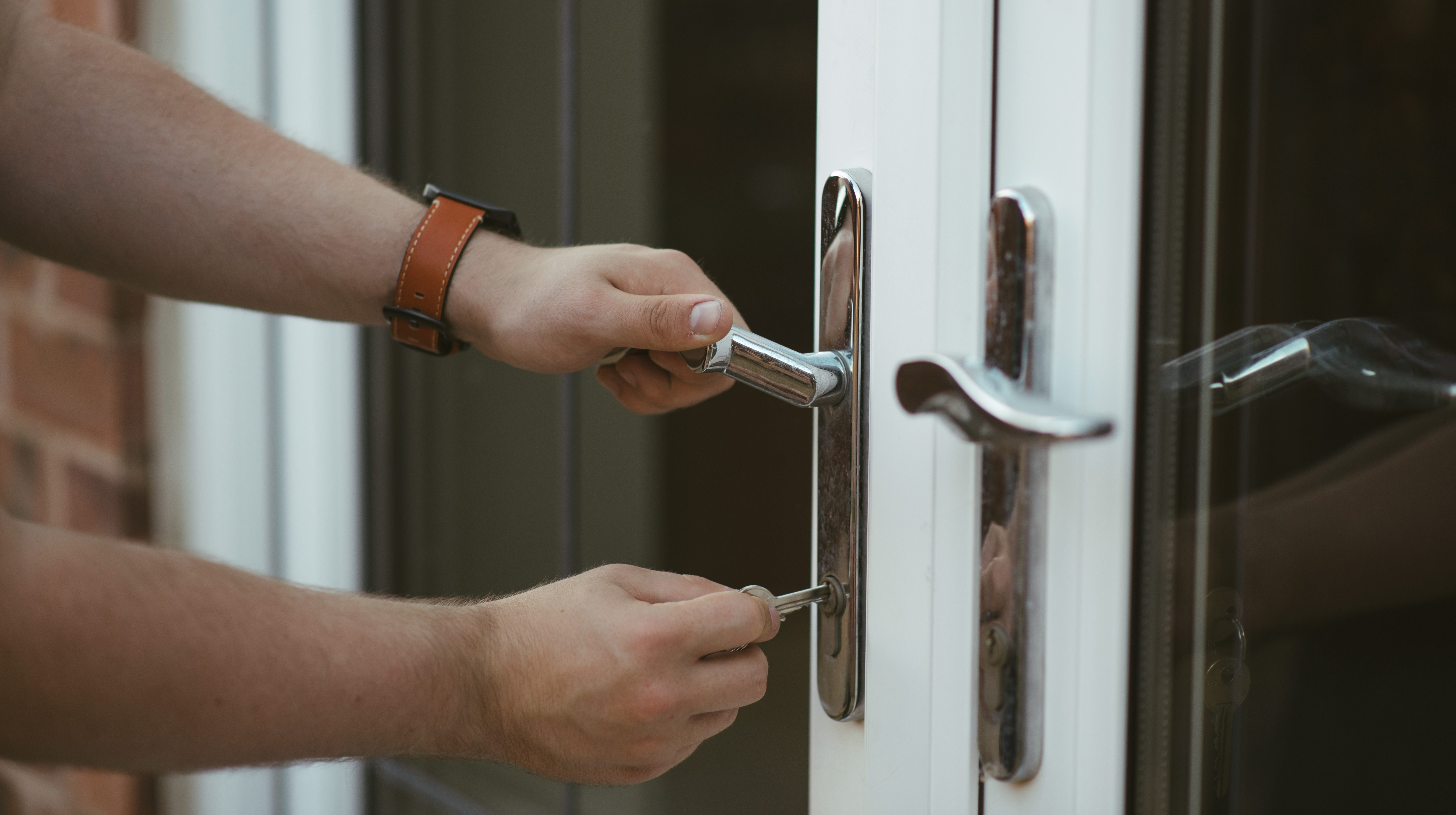 Locksafe locksmiths Liverpool, call us on 0151 321 4155 or 07596 922 107 for 24/7 security issues
